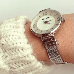 Ceas dama minimalist argintiu cu bratara metalica si cifre