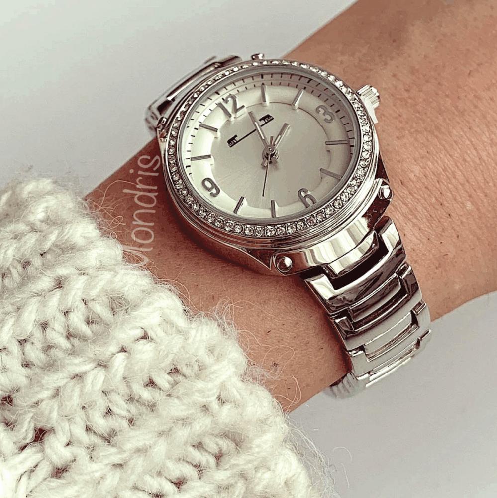 Ceas dama argintiu cu bratara metalica si cadran hexagonal cu cifre