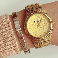 Ceas dama auriu minimalist cu bratara metalica si linii fine