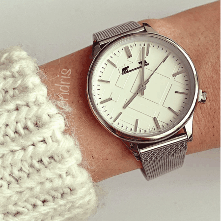Ceas dama minimalist cu bratara metalica argintiu cu cadran cu linii subtiri