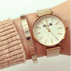 Ceas dama minimalist cu bratara metalica auriu cu cadran cu linii subtiri