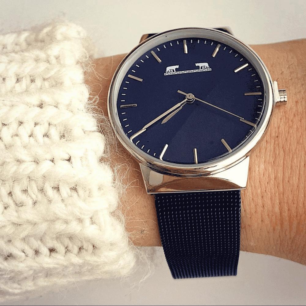 Ceas dama albastru inchis minimalist cu bratara metalica