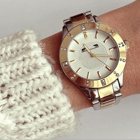 Ceas dama bicolor auriu si argintiu cu cadran alb cu linii subtiri si pietricele