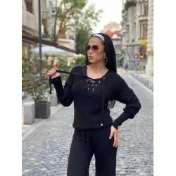 Compleu dama tricot negru format din pantaloni lungi reiati si bluza cu snur