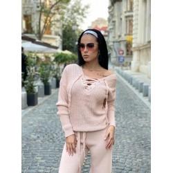 Compleu dama tricot roz format din pantaloni lungi reiati si bluza cu snur