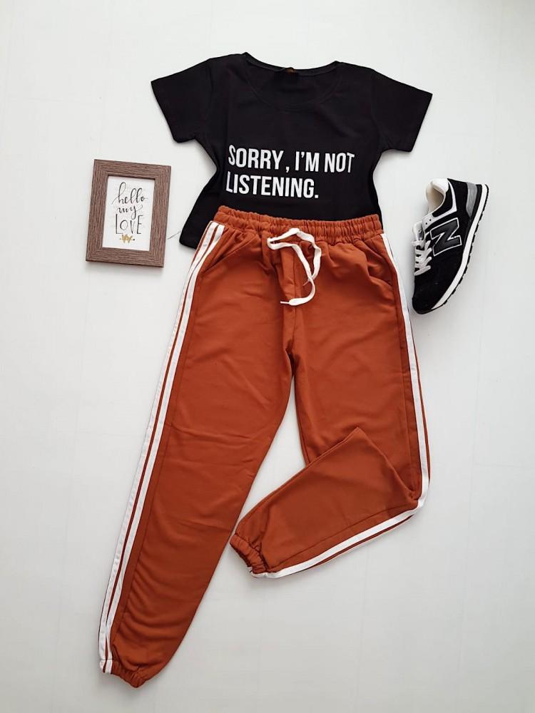 Compleu dama casual COMBO din pantaloni lungi dungi laterale maro + tricou negru sorry