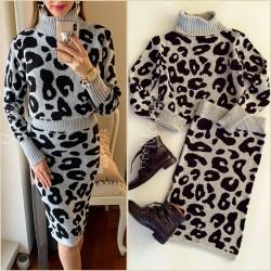 Compleu dama ieftin din tricot gri cu animal print compus din bluza si fusta