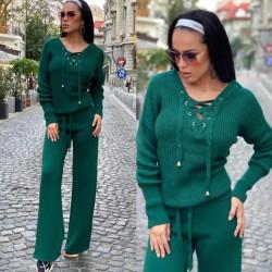 Compleu dama tricot verde format din pantaloni lungi reiati si bluza cu snur