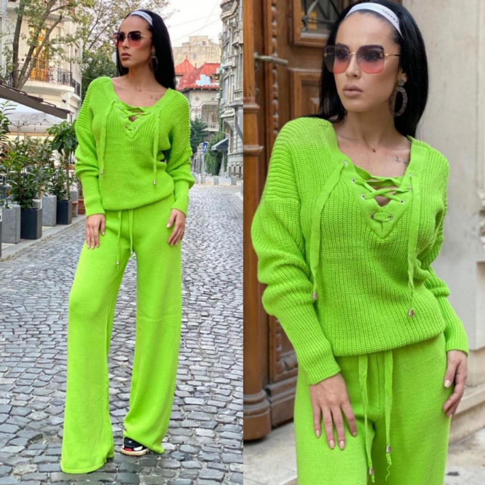 Compleu dama tricot verde neon format din pantaloni lungi reiati si bluza cu snur