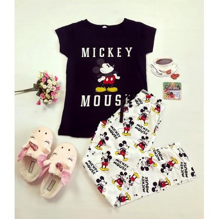 Pijama dama ieftina bumbac cu tricou negru si pantaloni lungi albi cu imprimeu MK Scris