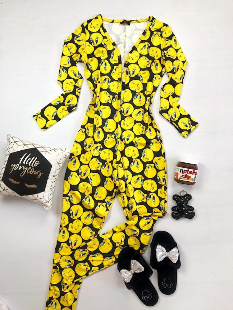 Pijama dama lunga tip salopeta galben cu negru fara maneci cu nasturi si imprimeu TW
