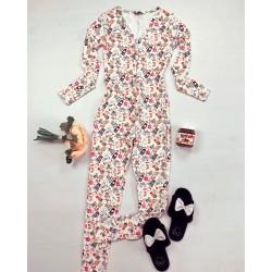Pijama dama lunga tip salopeta alba cu negru cu nasturi si imprimeu Coffee time