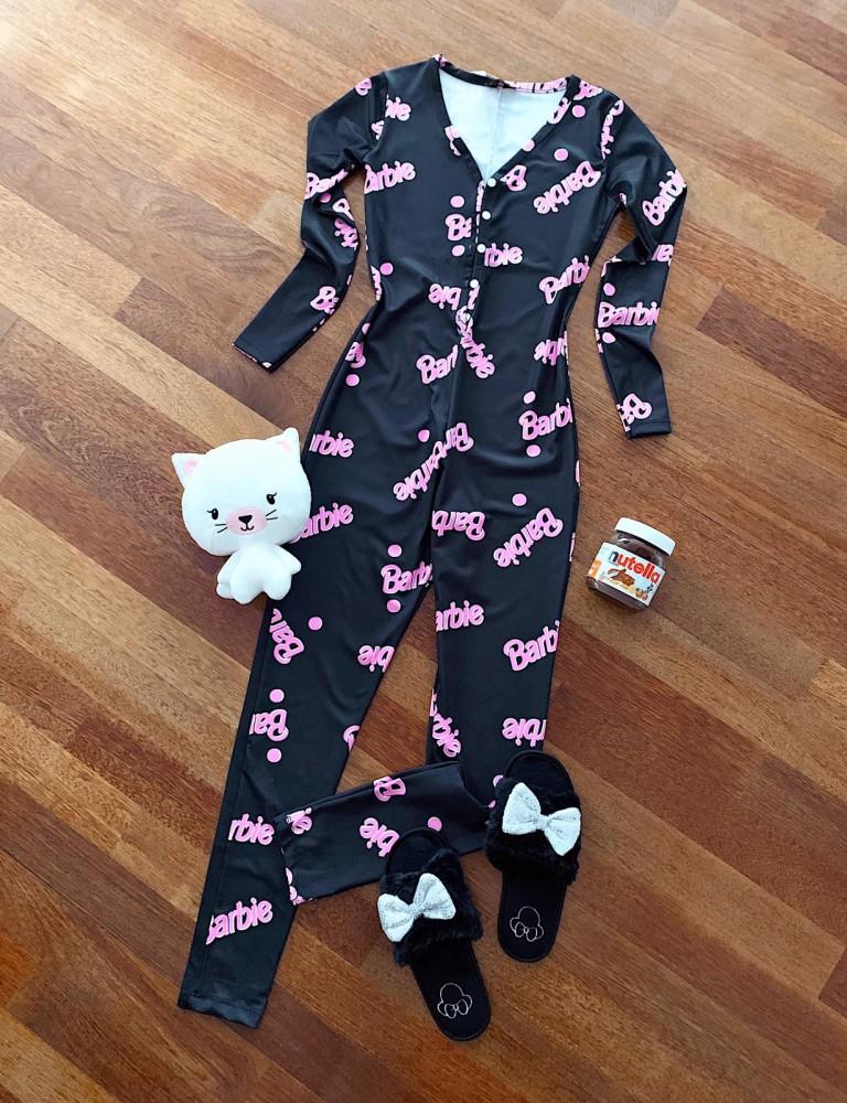 Pijama dama tip salopeta lunga neagra cu maneca lunga si imprimeu BRB