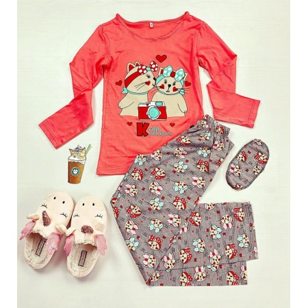 Pijama dama ieftina din bumbac cu pantaloni gri si bluza cu maneca lunga corai cu imprimeu Kitten