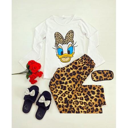 Pijama dama ieftina din bumbac cu pantaloni animal print si bluza cu maneca lunga alba cu imprimeu DS