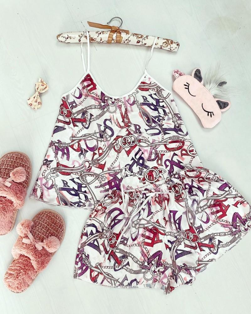 Pijama dama ieftina primavara-vara alba din satin lucios cu imprimeu lant si litere rosii