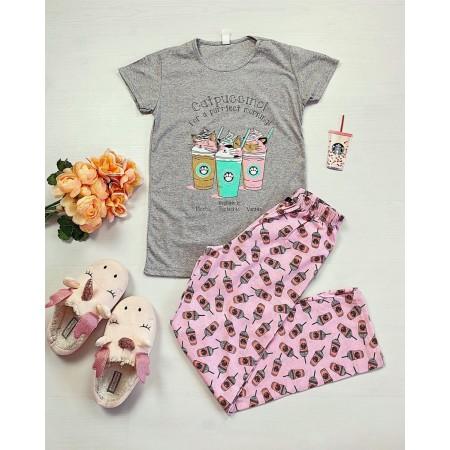 Pijama dama din bumbac ieftina cu pantaloni lungi roz si tricou gri cu imprimeu Catpuccino