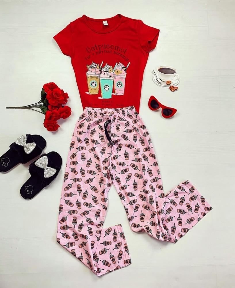 Pijama dama din bumbac ieftina cu pantaloni lungi roz si tricou rosu cu imprimeu Catpuccino