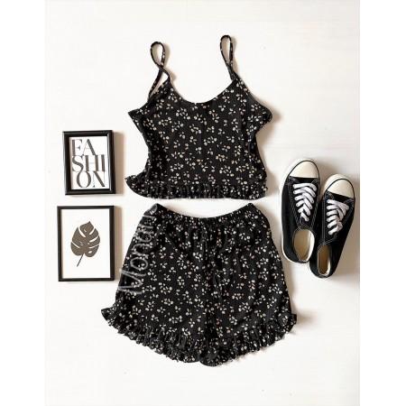 Pijama dama neagra ieftina scurta cu maieu cu volanase si imprimeu floricele mici colorate