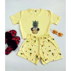 Pijama dama galbena ieftina scurta cu tricou trendy si imprimeu ananas
