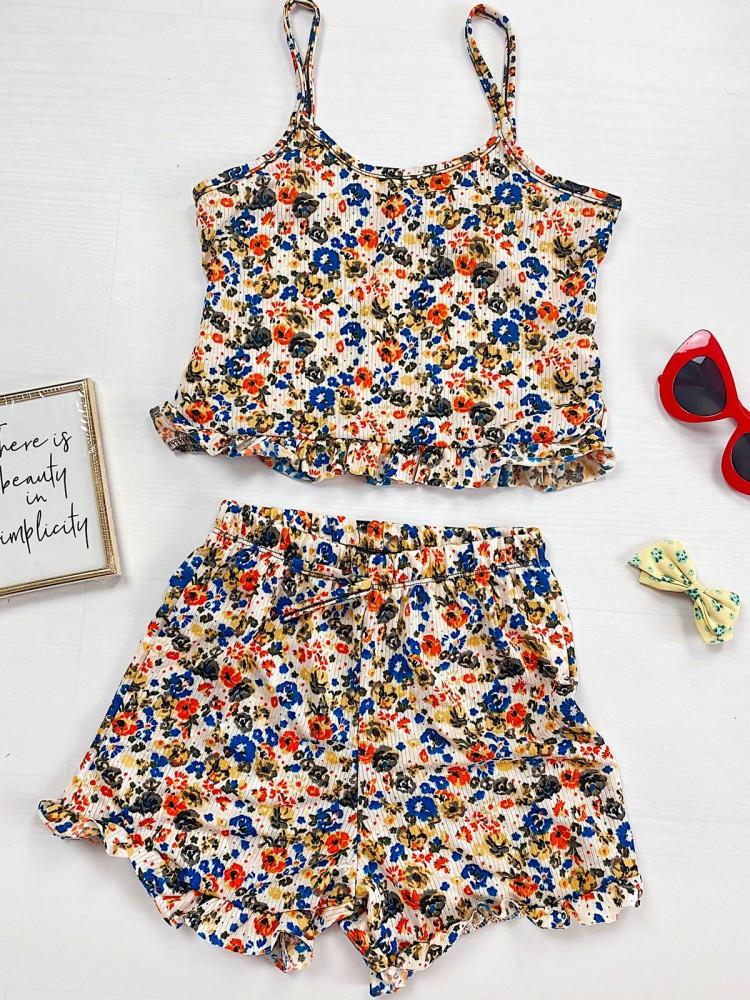 Pijama dama alba ieftina scurta cu maieu cu volanase si imprimeu flori colorate