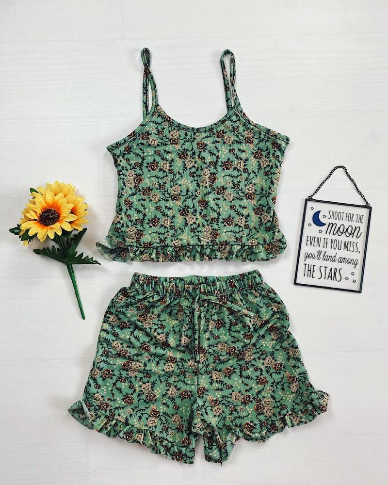 Pijama dama verde ieftina scurta cu maieu cu volanase si imprimeu trandafiri