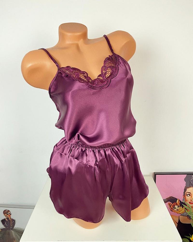 Pijama dama ieftina primavara-vara mov inchis din satin lucios cu model dantelat