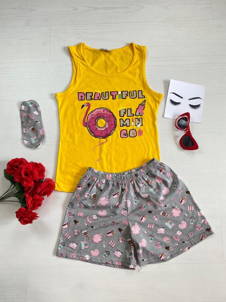 Pijama dama ieftina bumbac cu pantaloni scurti gri si maieu galben cu imprimeu Flamingo