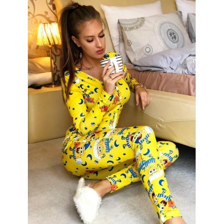 Pijama dama tip salopeta lunga galbena cu maneca lunga si imprimeu Sponge Bob
