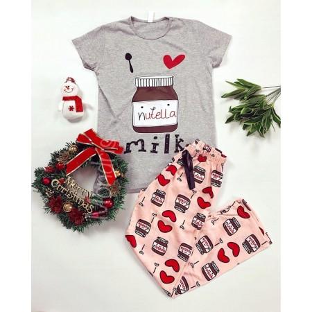 Pijama dama ieftina bumbac cu pantaloni lungi roz si tricou gri cu imprimeu NT