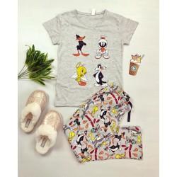 Pijama dama ieftina din bumbac cu tricou gri si pantaloni gri cu imprimeu personaje Disney