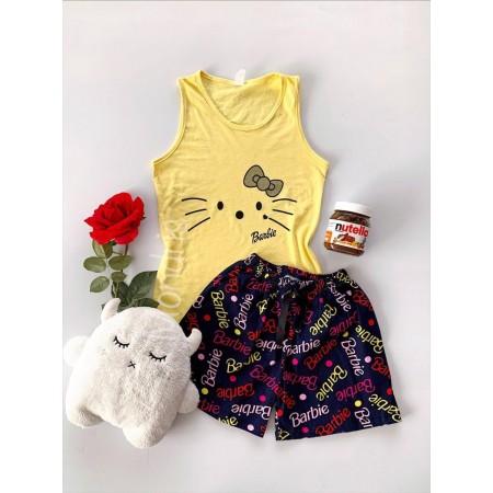 Pijama dama ieftina din bumbac cu maieu galben si pantaloni scurti bleumarin cu imprimeu Barbie