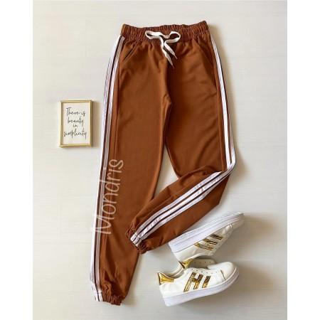 Pantaloni dama ieftini tip jogger maro cu dungi laterale albe