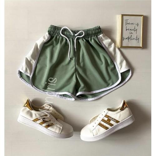 Pantaloni dama scurti sport verzi cu dungi laterale albe