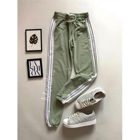 Pantaloni dama ieftini tip jogger verzi cu dungi laterale albe