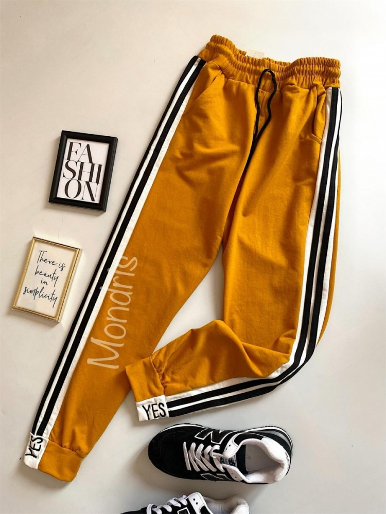 Pantaloni dama casual galbeni tip jogger cu dungi laterale negre si imprimeu YES