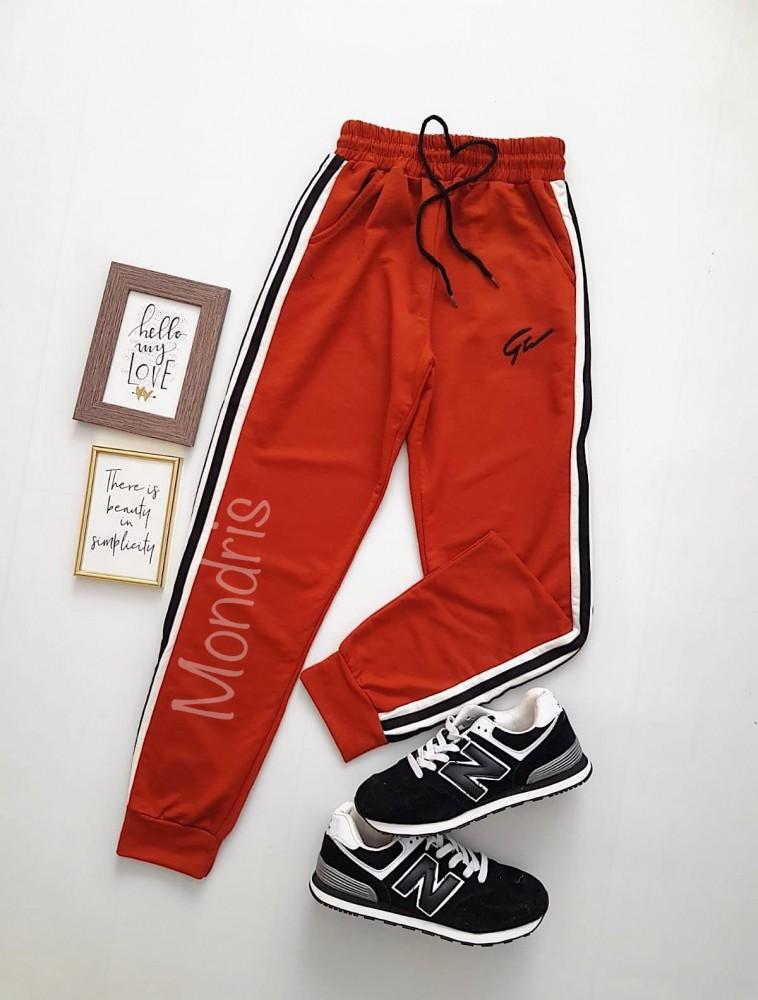 Pantaloni dama casual caramiziu tip jogger cu dungi laterale negre si imprimeu G