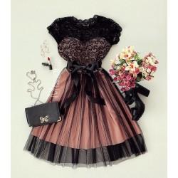 Rochie eleganta cloche de ocazie scurta roz cu dantela neagra, tul negru si cordon in talie