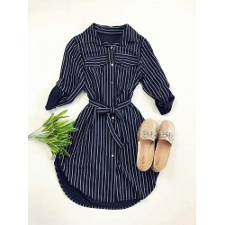 Rochie ieftina casual stil camasa bleumarin si neagra cu linii verticale si cordon in talie
