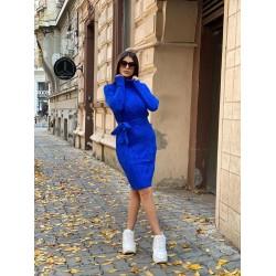 Rochie ieftina scurta din tricot albastra cu guler inalt si model impletit