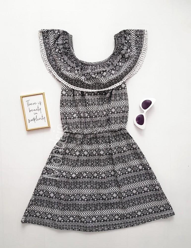 Rochie de zi ieftina alba cu volanase si imprimeu geometric