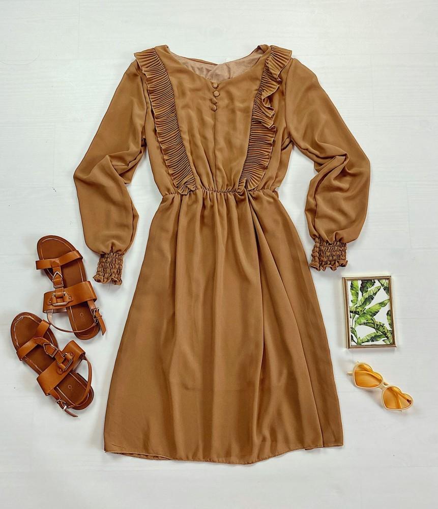 Rochie casual lejera culoare maro cu maneci lungi si decolteu cu volanase si nasturi