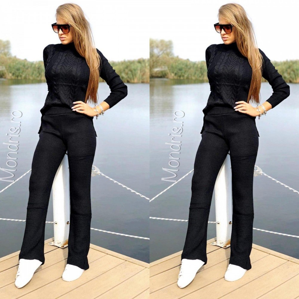 Trening dama din tricot negru cu bluza pe gat si pantaloni raiati