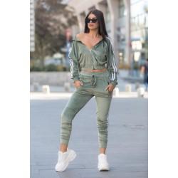 Trening dama verde deschis din catifea cu hanorac scurt cu fermoar si pantaloni lungi cu dungi
