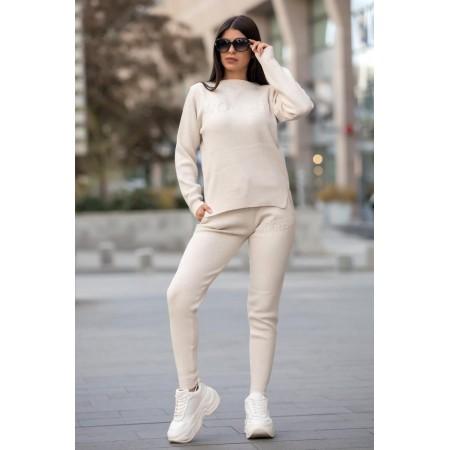 Trening dama din tricot gros alb cu inscriptie 3D VOGUE