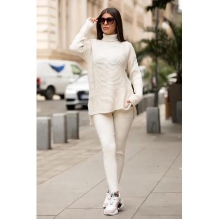 Trening dama din tricot alb cu bluza pe gat si model impletit