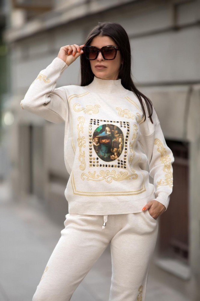 Trening dama din tricot alb cu bluza pe gat si model Tablou