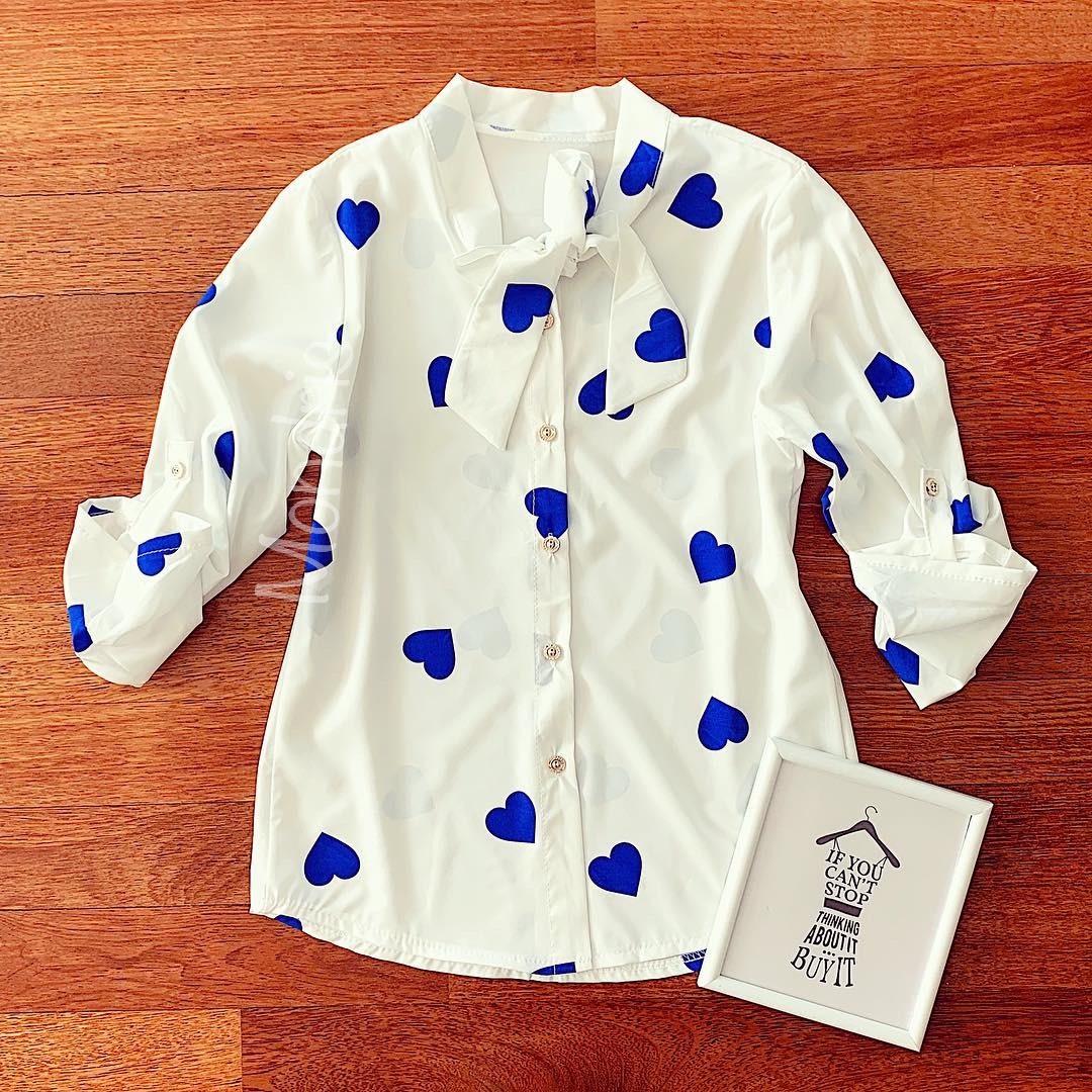 Camasa dama eleganta material premium alba cu inimioare albastre