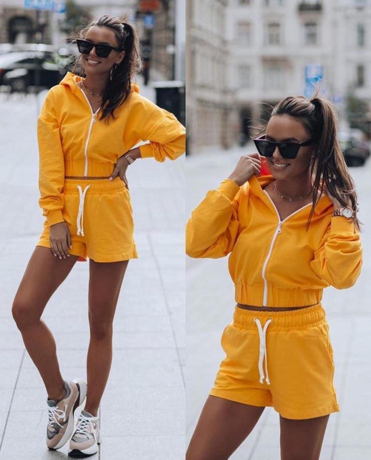 Compleu dama ieftin galben compus din pantaloni scurti elastici si hanorac cu fermoar si gluga