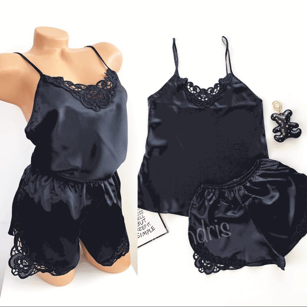Pijama dama ieftina primavara-vara neagra din satin lucios cu model dantelat